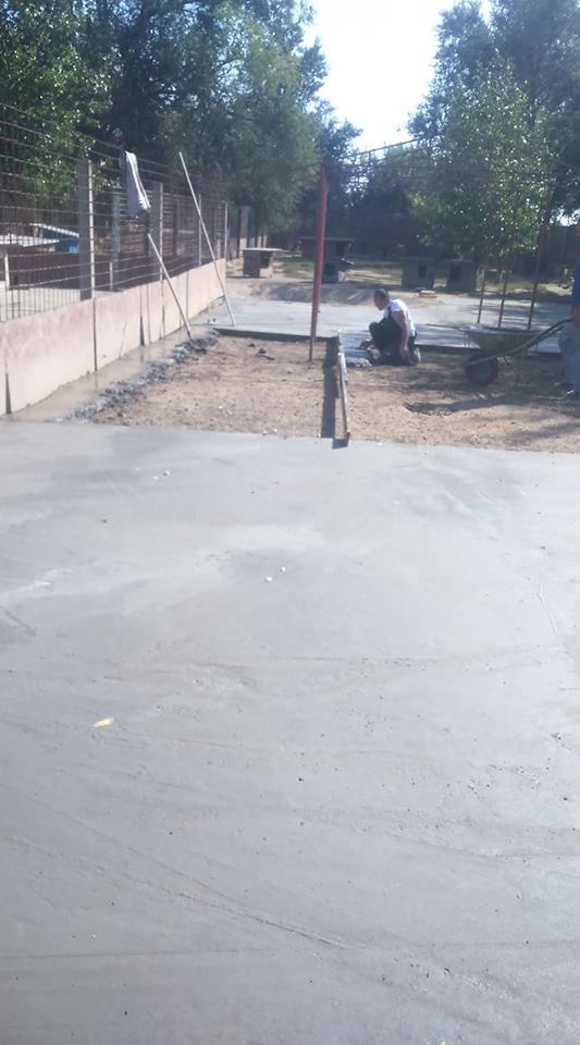 2018 10 pool yard ciment